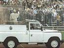 Der Papst im «Papa-Mobil».