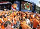 Beim Spiel Holland-Italien war der Platz in den Public Viewings knapp geworden.