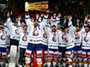 Die ZSC Lions mit dem Pokal.