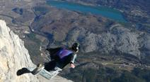 Der Wingsuit hat den Fall ungenügend gebremst. (Symbolbild)