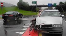 Ein 48-jähriger Beifahrer wurde beim Unfall leicht verletzt.