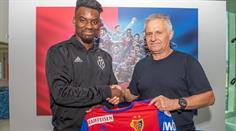 Stürmer Afimico Pululu verlängert den Vertrag beim FC Basel bis 2022.