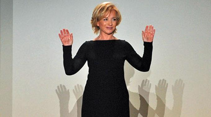Alberta Ferretti überraschte in Mailand.