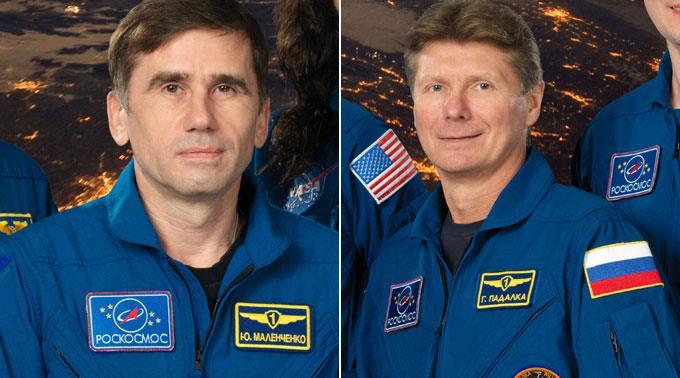 Gennadi Padalka und Juri Malentschenko beweisen sich als speditive Kosmonauten.