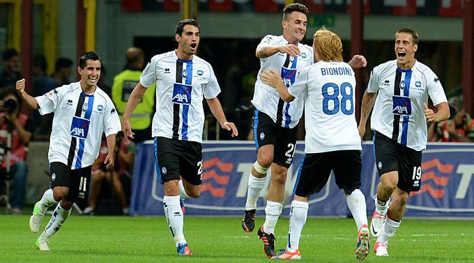 Jubel Atalanta über das 0:1 durch Luca Cigarini.