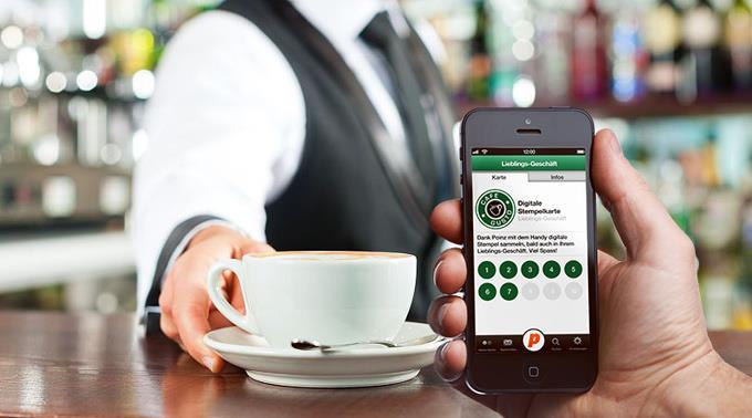 Der Kunde scannt mit der Gratis-App einen QR-Code, womit die entsprechende Punktekarte automatisch eröffnet und der erste Treuepunkt gutgeschrieben wird.