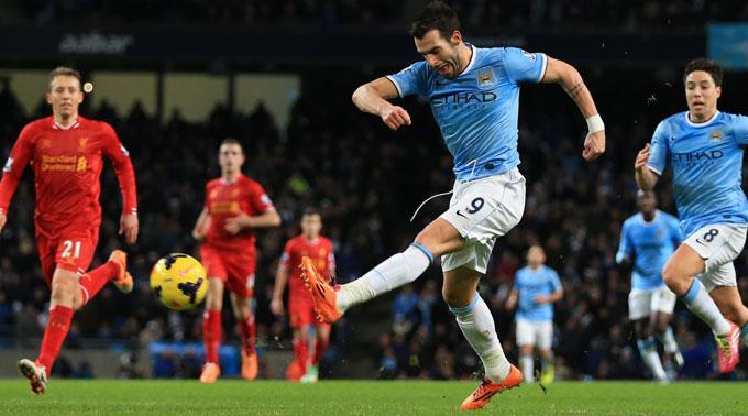 City's Alvaro Negredo erzielt den Treffer zum 2:0.