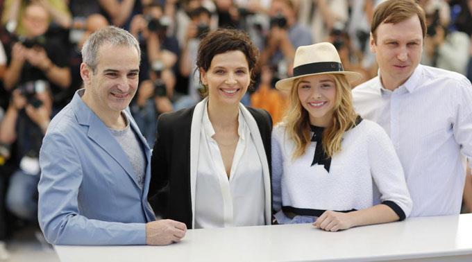Olivier Assayas, Juliette Binoche, Chloe Grace Moretz und Lars Eidinger in Cannes.