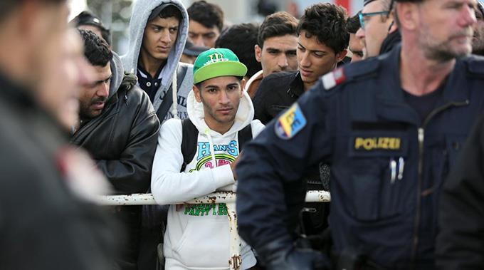 Der UNHCR plädiere für ein gesamteuropäisches Verteilsystem nach Kriterien wie Bevölkerungszahl und Wirtschaftskraft.