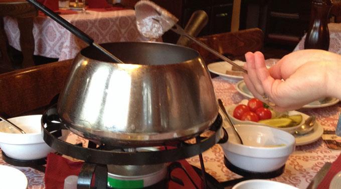 Schweizer essen an Silvester gerne Fondue Chinoise.