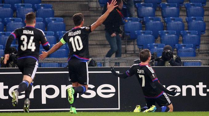 Basels Matias Delgado und Luca Zuffi jubeln nach dem 1:0.